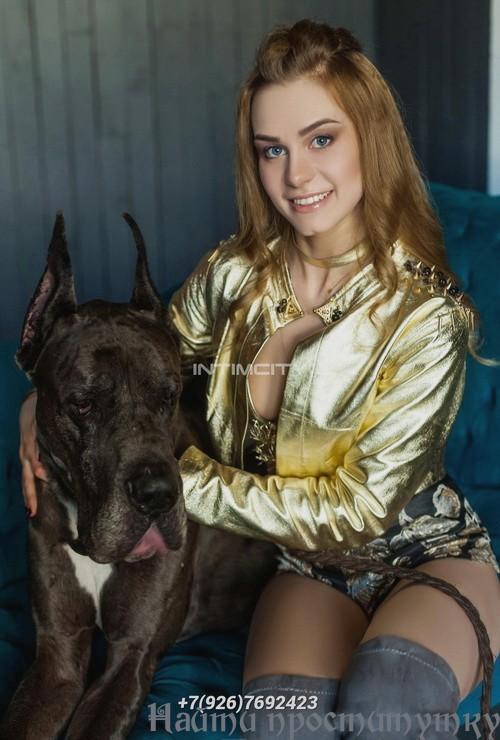 Урсуля, 19 лет - мама с дочкой